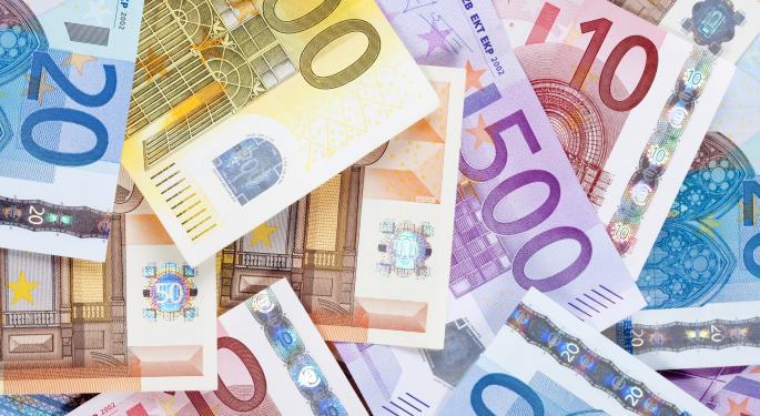 Euro Below $1.37 Following Fed Minutes