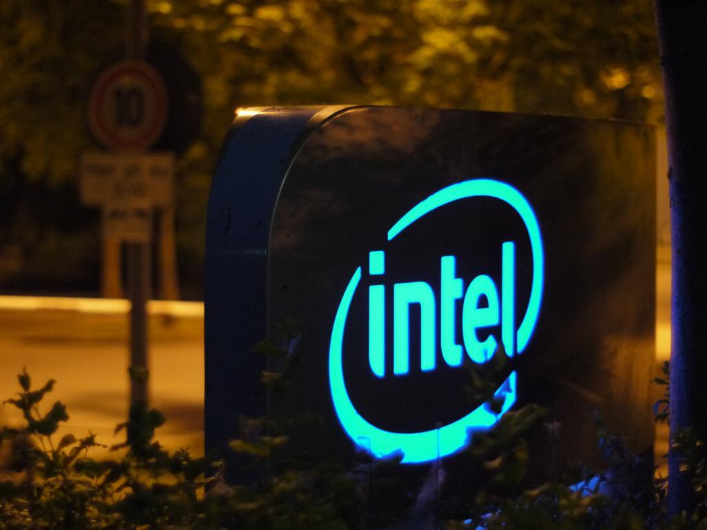 Mobileye Share Price >> Gadfly's Ovide: Intel Spending Money 'Like It's 1999 ...