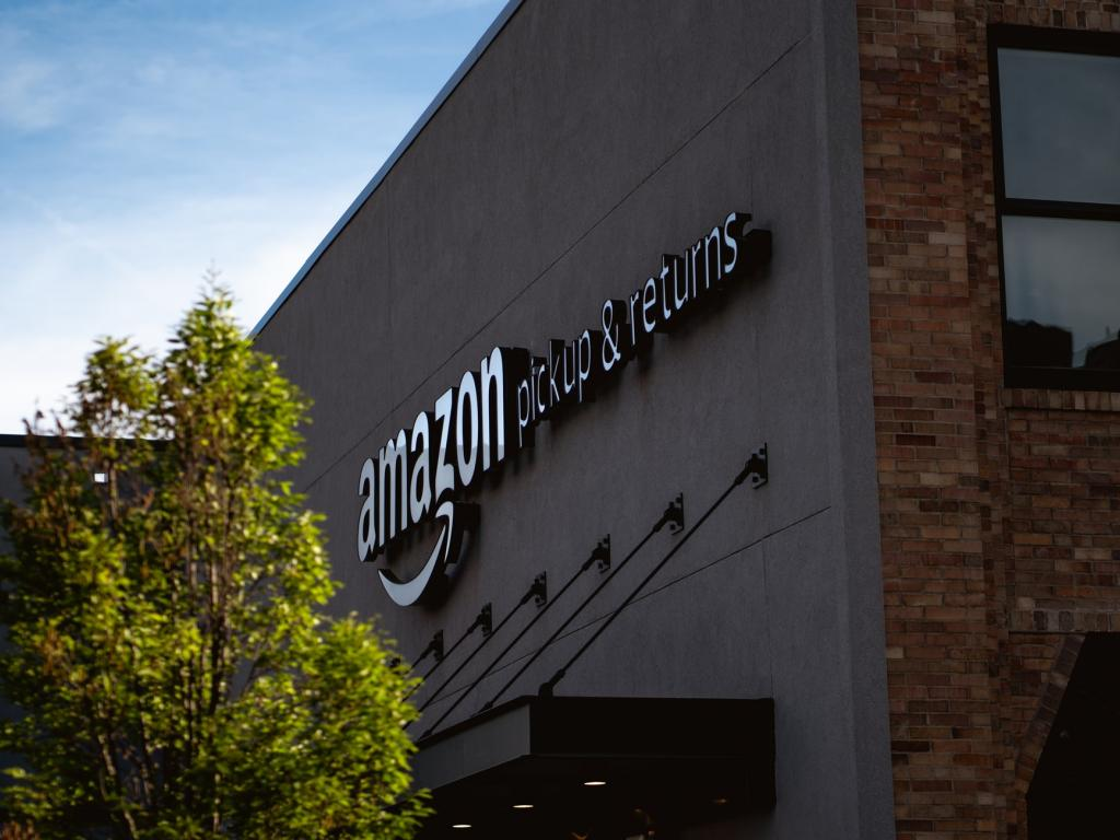 Amazon Workers in New York City Plan Warehouse Walkout