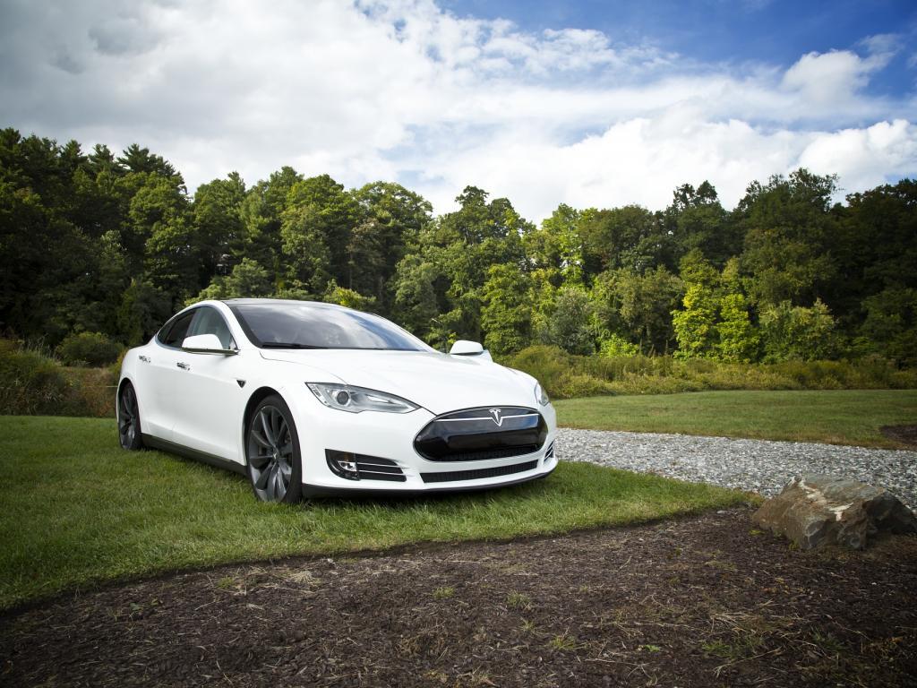 Tesla price targets raised as Model 3 mania builds