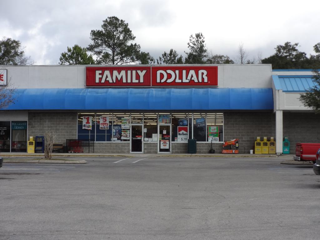 Dollar Tree, Inc. (NASDAQ:DLTR) Receives Average Rating of