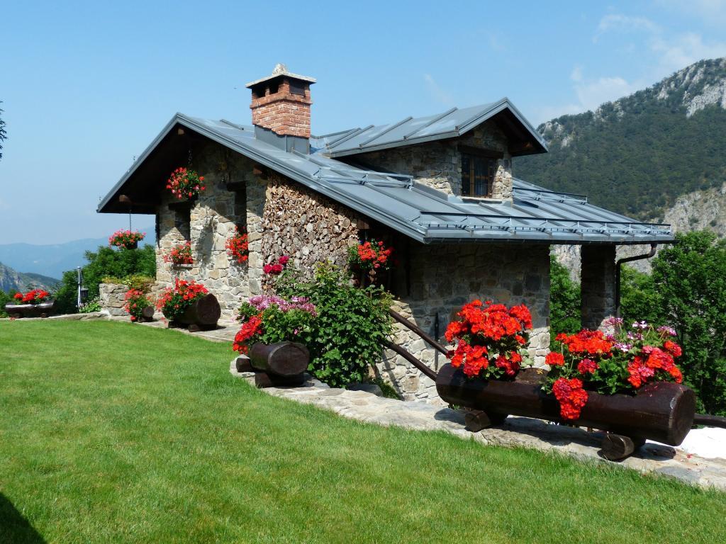 Newly ipoed invitation homes receives warm analyst welcome benzinga newly ipoed invitation homes receives warm analyst welcome stopboris Gallery
