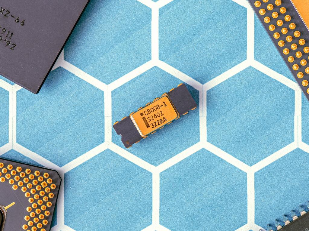How Intel Might Be Affected If It Loses Apple As Customer Nasdaq Intc Nasdaq Aapl Benzinga