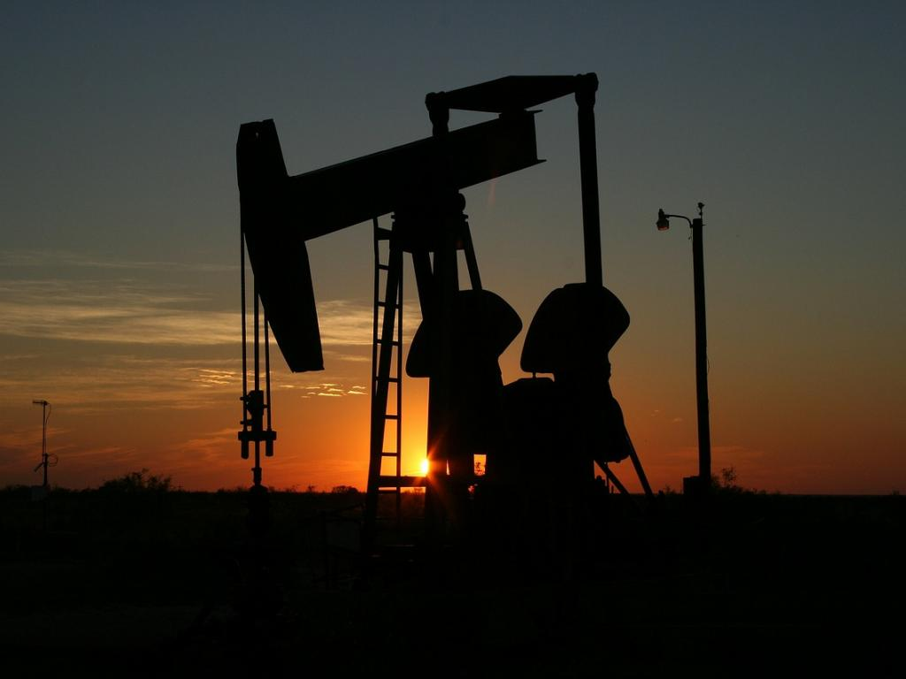 Oil price rise as market awaits extended output cut
