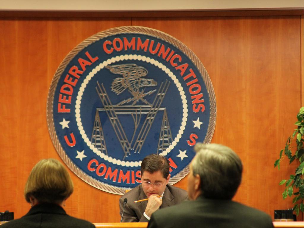 GOP senator offers measure to undo FCC internet privacy rules