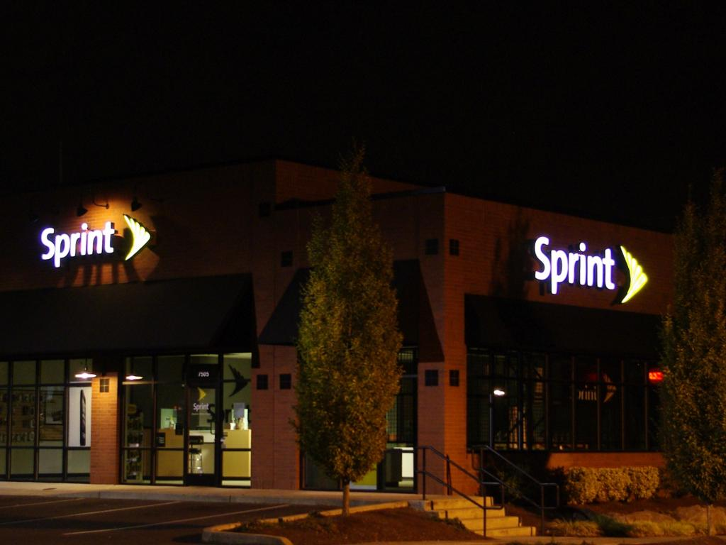 Kansas-based Sprint posts profit for first time in 3 years
