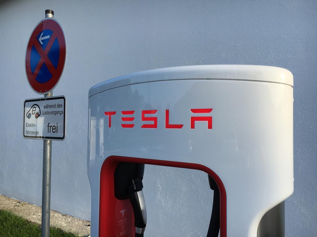 Tesla Shares Under Pressure Again After Morgan Stanley