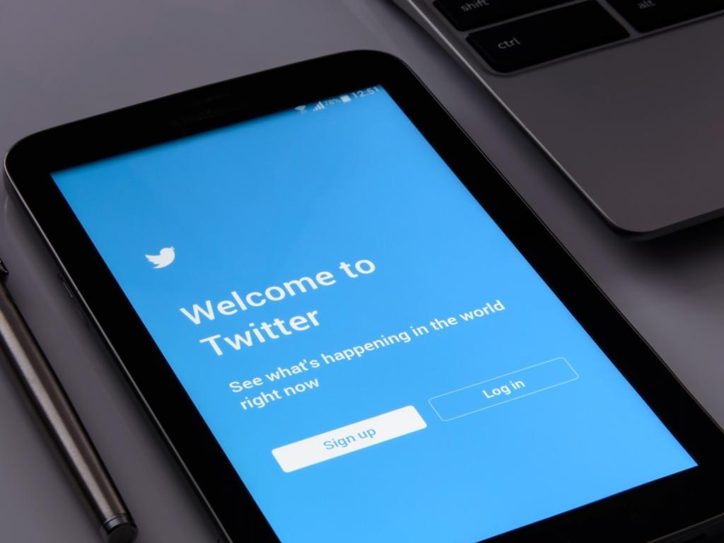 Twitter stock rockets on revenue, earnings beats