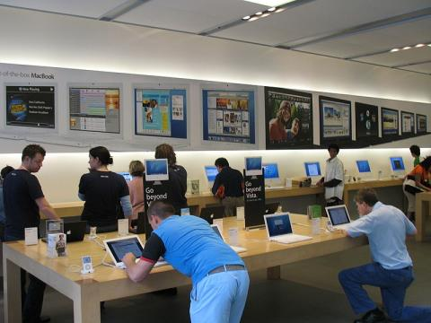 Apple Stores do the Same Thing