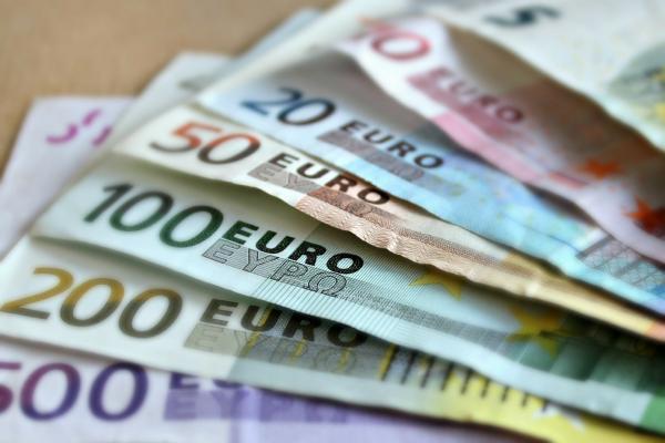 EUR/USD Forecast: Bearish, Nearing A Fibonacci Support Level At 1.0890