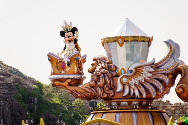 Tokyo's Disneyland To Temporarily Shut Down Due To Coronavirus