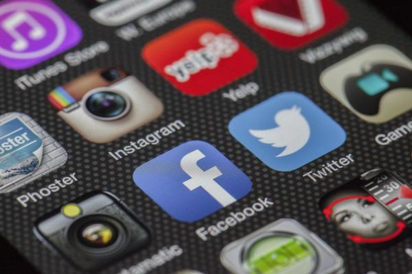 Analyst Names Facebook, Twitter Top Online Media Stock Picks For 2020
