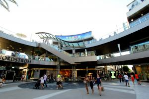 By Prayitno from Los Angeles, USA - Santa Monica Place ~ a Shopping Mall, CC BY