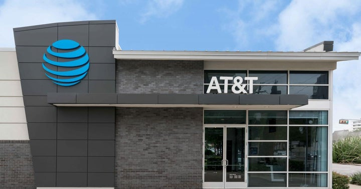AT&T Is Heading Toward A Key Support Level: Could It Bounce Soon?