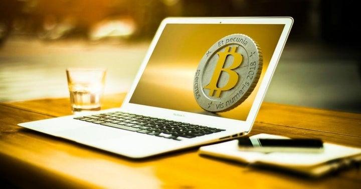 Bitcoin crollerà a $, prevede un trader su Twitter