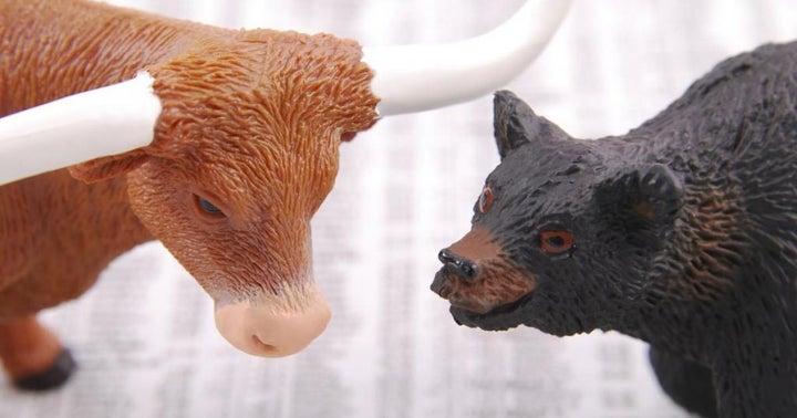 Benzinga's Bulls And Bears Of The Week: Comcast, Disney, Nike, Starbucks, Tesla And More