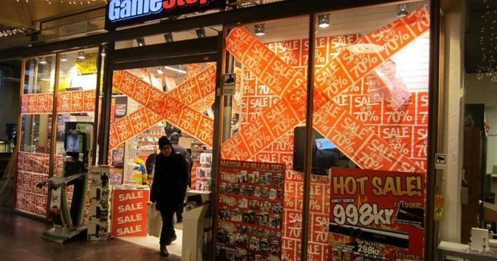 GameStop Falls As Credit Suisse Lowers Earnings Estimates, Price Target