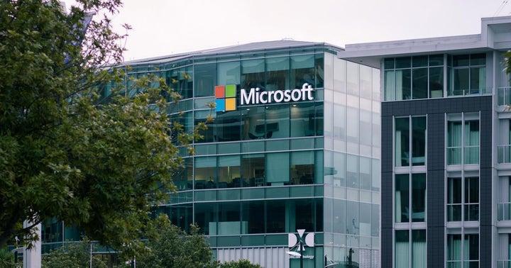 Wedbush Says Azure Looks Strong In Cloud Battle Versus AWS