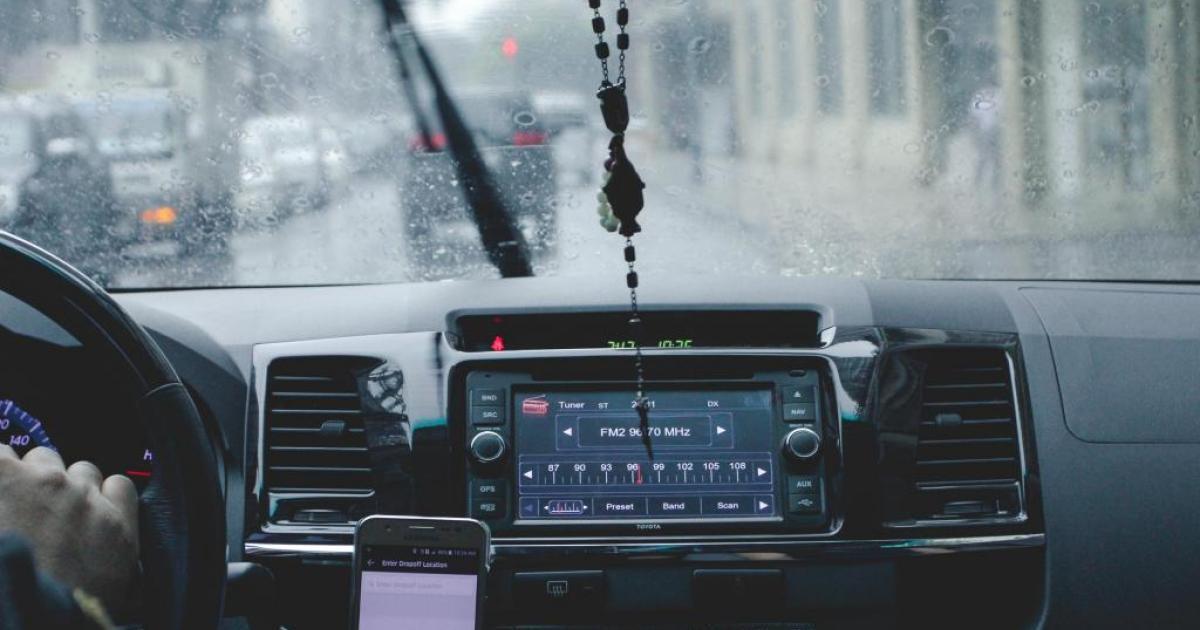 Benzinga Survey: Will Uber Or Lyft Stock Grow More By 2025?