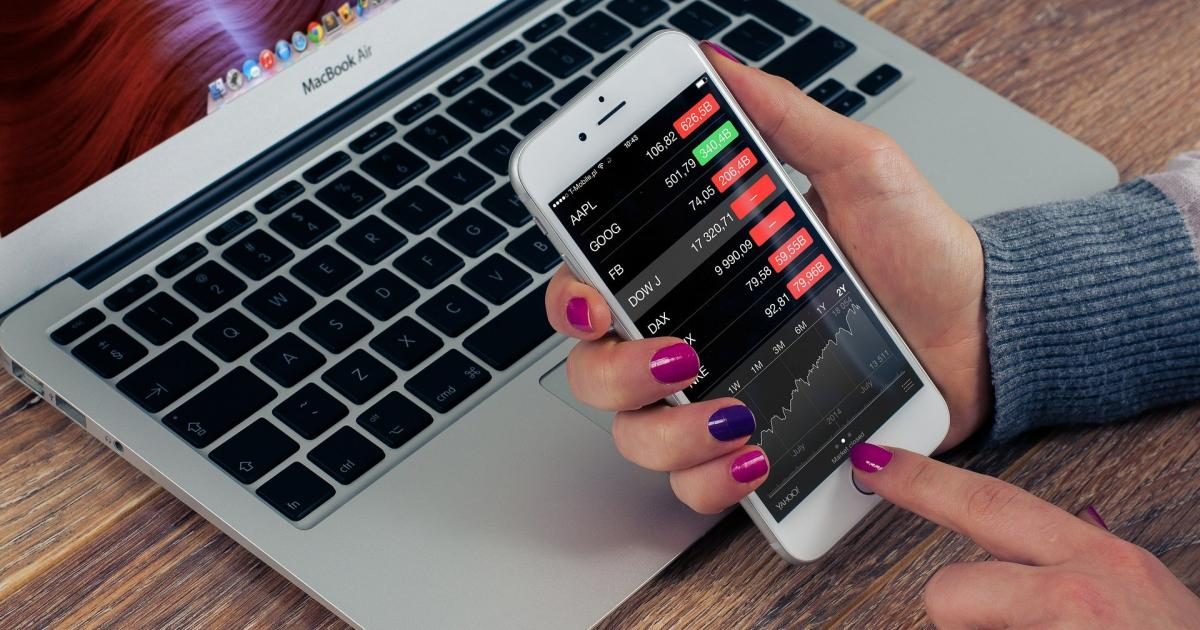 'Halftime Report' Final Trades: Apple, JPMorgan And More