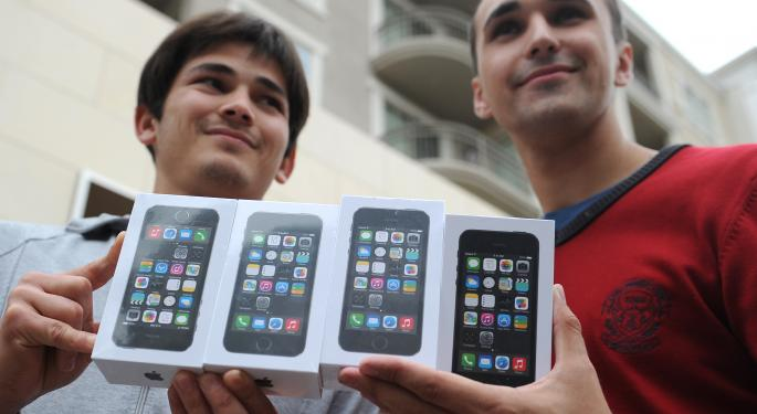 Apple's iPhone 5S, iPhone 5C Surpass Previous Record With 9 Million Sold AAPL