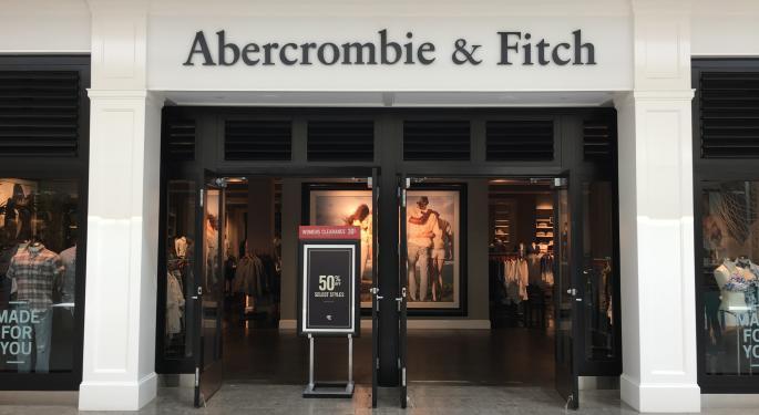 Abercrombie & Fitch Plummets 20% Following Q1 Earnings