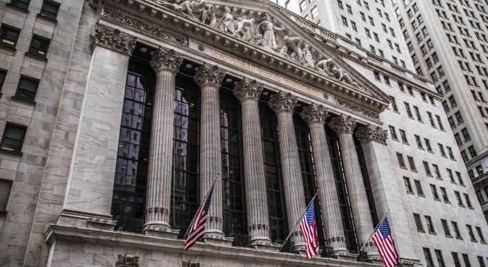 JPMorgan Chase & Co., Other Financial Stocks Strong During Market Retreat