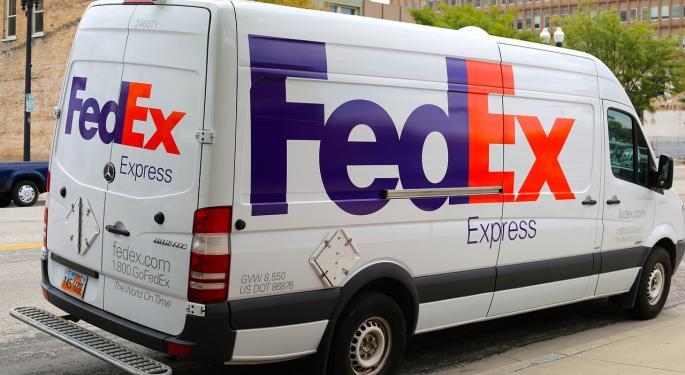 Wells Fargo Bullish On FedEx, UPS