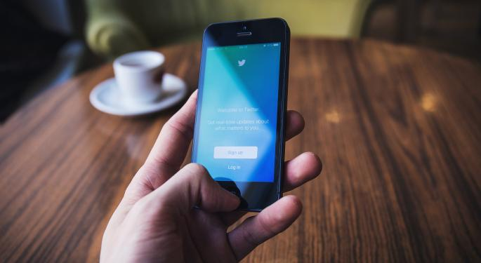 In Twitter's Q1, Investors Looking For Signs User Growth And Sales Will Get On The Same Page