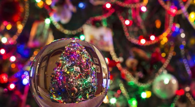 Nearly Half Of Americans Want A Comeback For Big, Colorful Christmas Lights