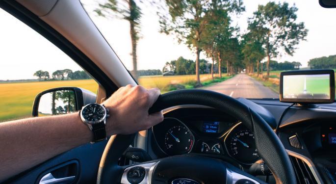 Cars.com Falls 30% After Sales Miss, Guidance Cut