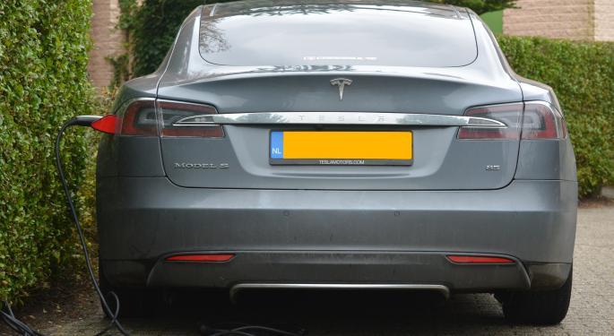 Tesla Analyst Calls Model X Test Drive 'Incredible'