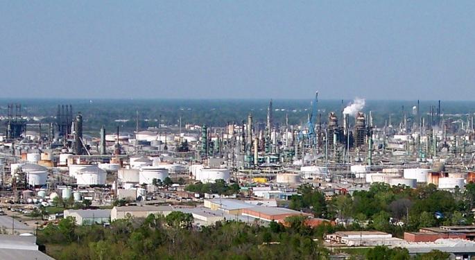 Gina Sanchez: Buy Exxon Mobil, Avoid Macy's