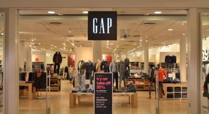 Gap Hits 52-Week Low After JPMorgan Downgrade