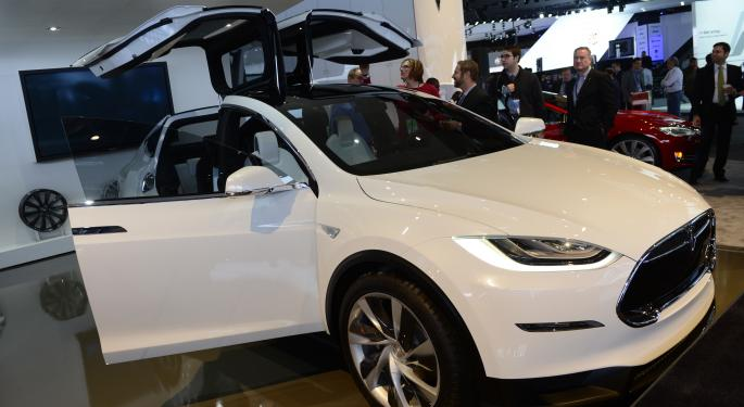 Tesla's Model X Launch Seeing Mixed Sentiment From The Pros