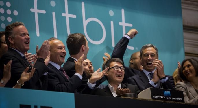 Baird Analyst Thinks 'There Are More Good Times Ahead' For FitBit