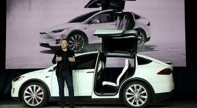 Tesla's Model X Is 'A Technology Masterpiece'