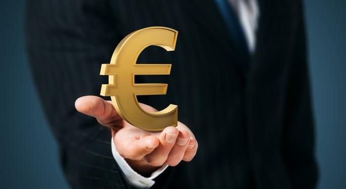 Euro Slips After Fed Decides To Continue Tapering