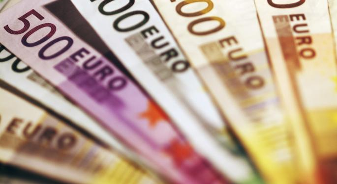 Euro Holds On To Gains Despite Soft Data