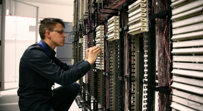 Cisco Q1 EPS, Revenue Top Estimates