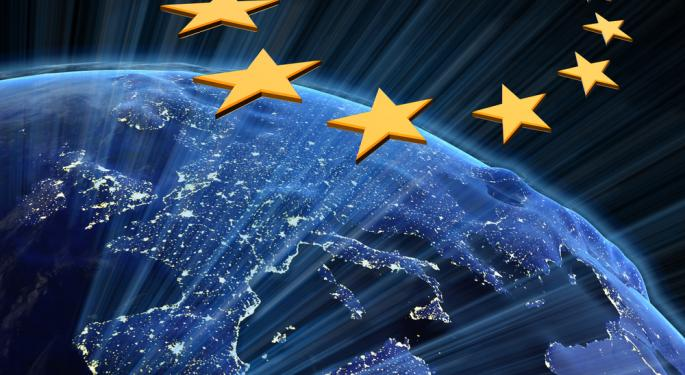 Euro Ticks Up After Successful Italian Bond Sale