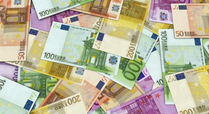 Euro Shrugs Off Weak PMI Data