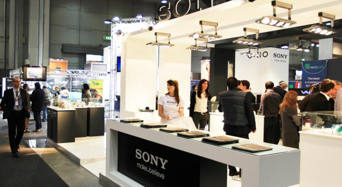 Sony Seeks Partners to Build Apple iWatch Competitors AAPL, SNE