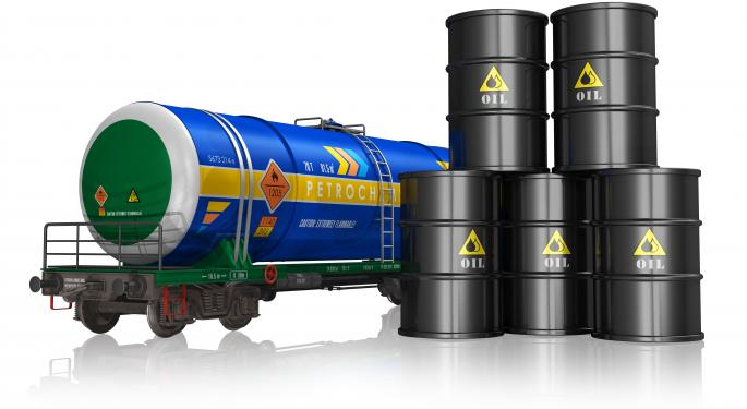 Accident Draws Fresh Attention to Crude Oil Shipments by Rail