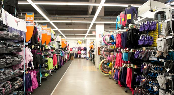 Revenue Miss Does Not Deter Investors in Dick's Sporting Goods