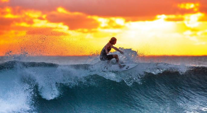 Surf's Up! Here's How You Can Get A Discount Flight To Hawaii Based On The Size Of Waves