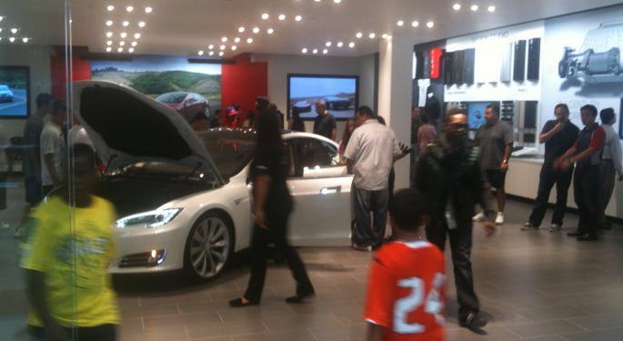 Tesla Opens Latest New York Showroom to Curiosity Seekers, Few Buyers